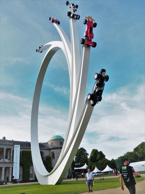 Goodwood Skulptur vor dem Goodwood House