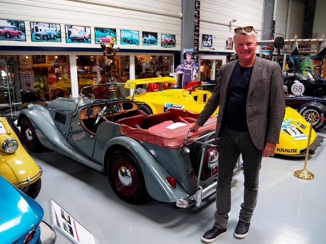 Charles MORGAN (Enkel des Gründers Morgan Motor Car Company)  im Manro Classic Museum