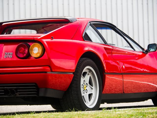 Ferrari 328 GTB Heck