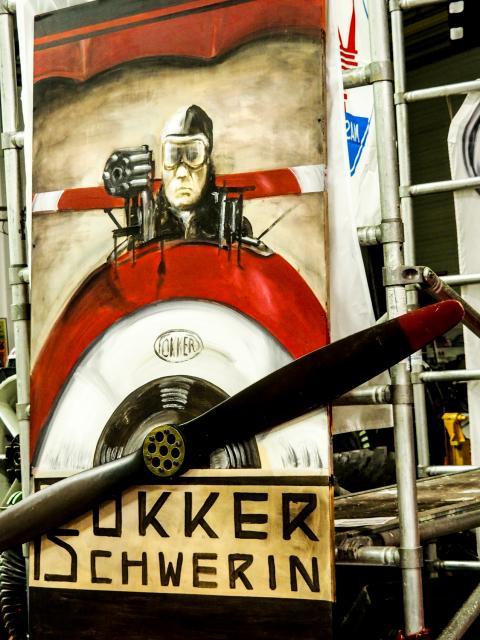 Bild Fokker 3D mit Baron Manfred von Richthofen und Propeller / Sein Enkel war im Museum !