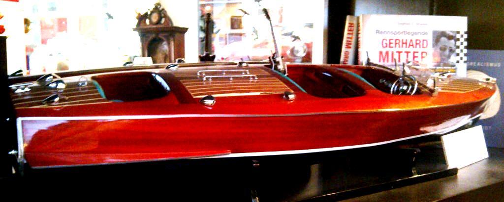 riva boot 1 8 manro classic auto musik museum salzburg. Black Bedroom Furniture Sets. Home Design Ideas