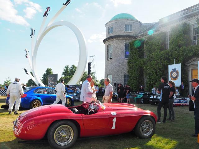 Goodwood Ferrari bei der Siegerehrung